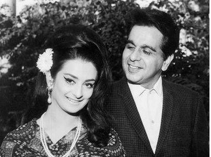 bollywood-ke-kisse-when-showman-raj-kapoor-kept-his-promise-and-dance-on-knee-in-whole-baraat-of-dilip-kumar-wedding-दिलीप कुमार