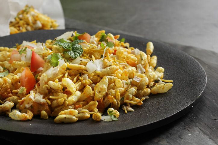 Sukha bhel, topped with onions
