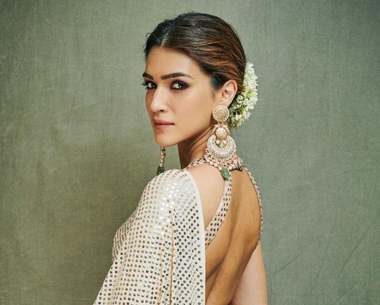 Leaked Pictures Of Kriti Sanon Pregnant From The Sets Of Her Upcoming Film - GoodTimes: Lifestyle, Food, Travel, Fashion, Weddings, Bollywood, Tech, Videos & Photos