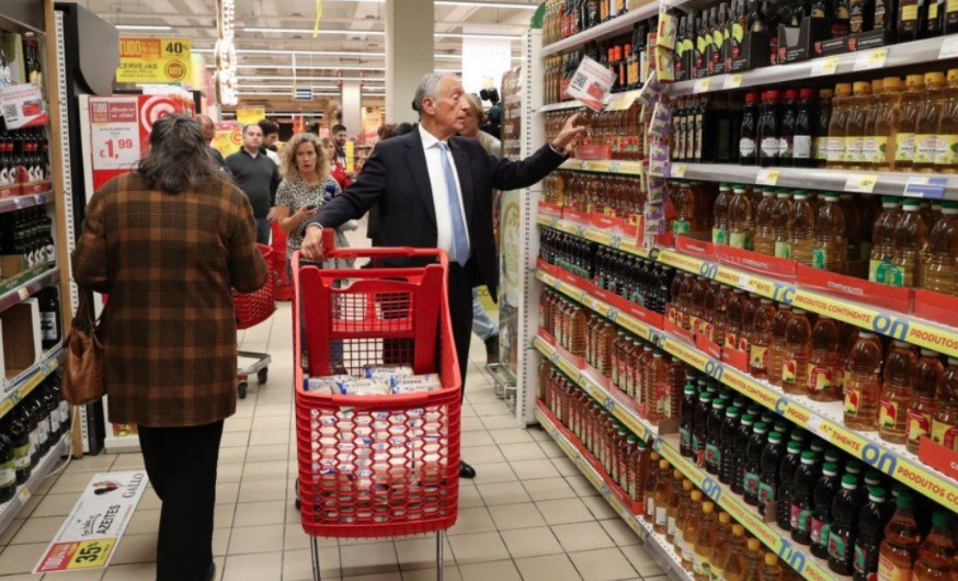 President Of Portugal Spotted Waiting In Queue To By Groceries Wearing A Mask - GoodTimes: Lifestyle, Food, Travel, Fashion, Weddings, Bollywood, Tech, Videos & Photos
